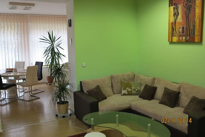 Apartment for 6 people with access to the garden - Praha - วิลล่า