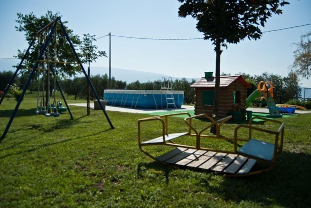 Area giochi con piscina