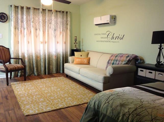 Upscale Suite - Athens Area