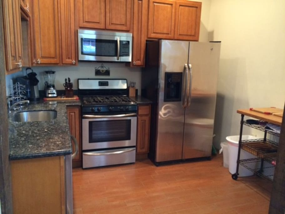 Beautiful kitchen fully equipped.