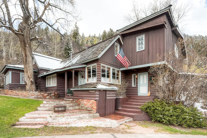 Vintage 5BR Home Short Walk to Town - Aspen - House