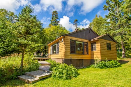 Minne Me is a cozy North Shore cottage nestled in the beautiful cedar trees on Lake Superior