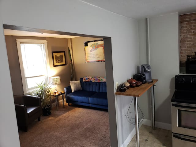 Renovated Apartment minutes from Burlington
