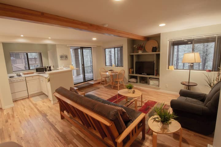 Ponderosa Treehouse Peaceful Studio Apartment