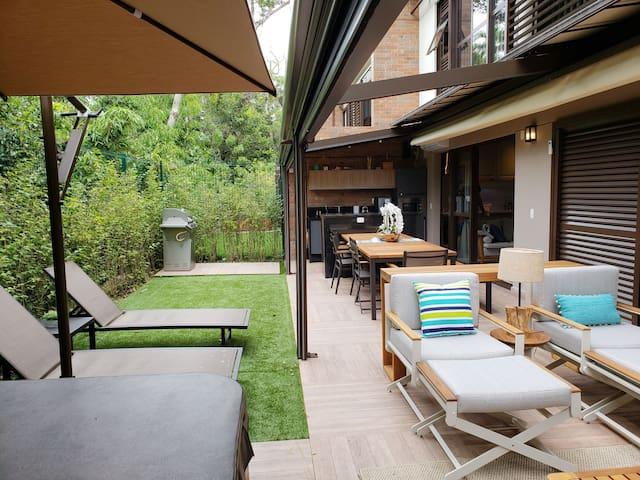 Cobertura aberta  SPA com ombrelone e proteção térmica para dias de sol