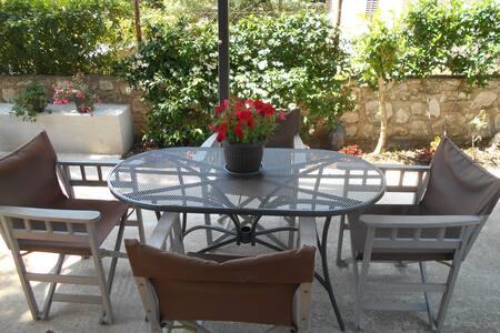 Lovely studio overlooking the terrace