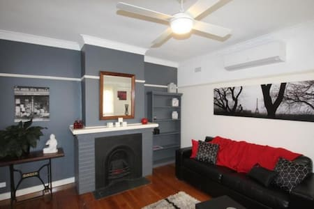 Florance2 Bedroom Home Close to CBD - Herne Hill - House