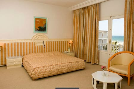 Very nice room with sea view :) - Gabes - Bed & Breakfast