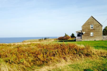 Historic Cottage -Stunning Ocean & Lighthouse View