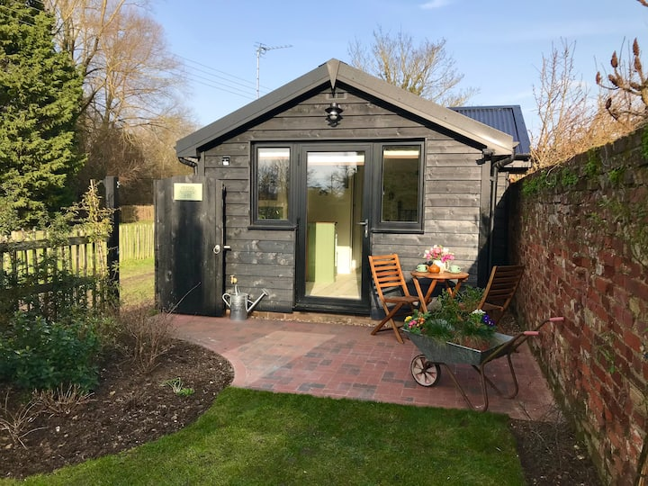 Melford Allotment Shed Suffolk self catering Acc.