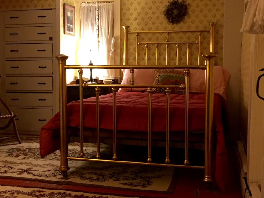A beautiful brass bed that would make Dylan proud!