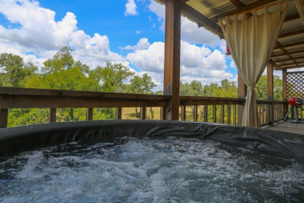 Hill country creekside zac 39 s cabin cabins for rent in for Cabin rentals fredericksburg tx