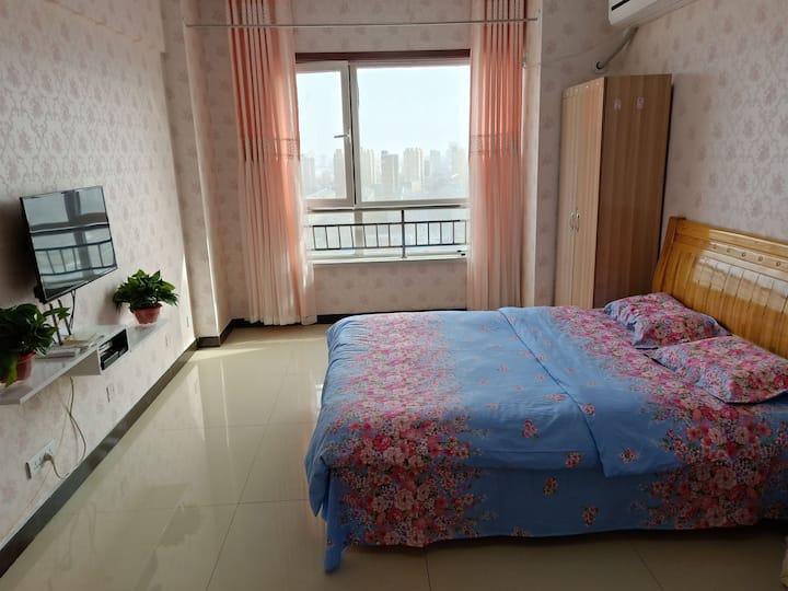 临衡水学院、高铁站,二中、十三中学区房,蓝波湾公寓40平温馨日租房