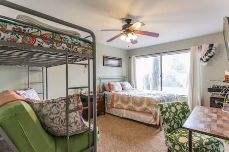Priv Bed+Bath, POOL, FREE BREAKFAST - Culver City - Apartmen