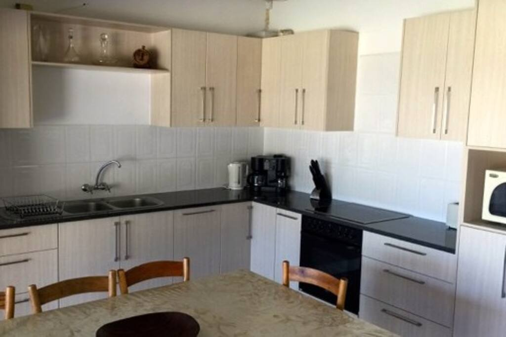 Gordons bay beach house houses for rent in cape town for Kitchen appliances cape town