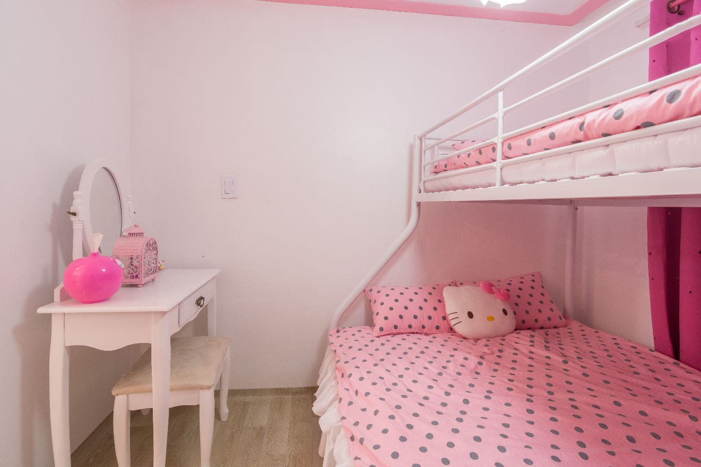 *Female Only* 1 Bed in 3 Person Dorm - Nanu Pink