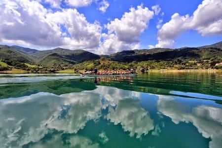 apart panoramique sur un beau lac - Castel di Tora