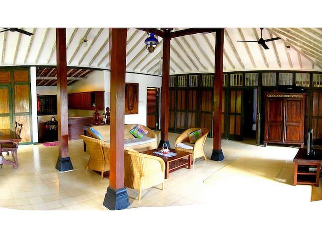 2 Br Javanese Joglo with Sea View - Gunungsari - Casa de camp
