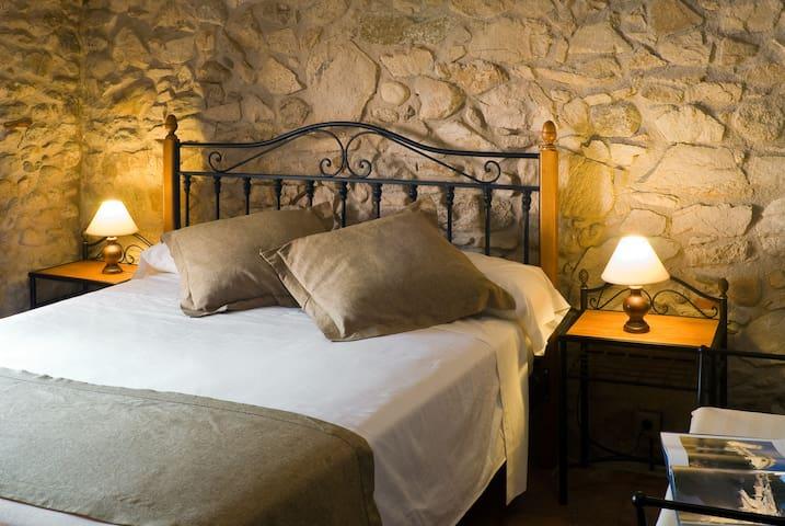 Room Uvas - Casa Pati de l´Albera - St Climent Sescebes