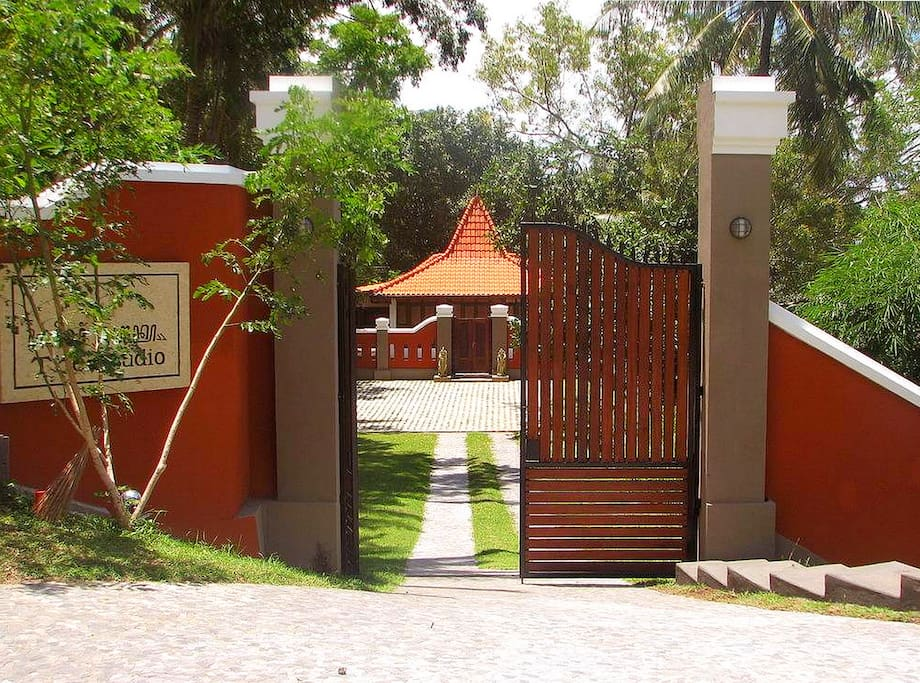 Studio 1 - Garded Entrance Gate