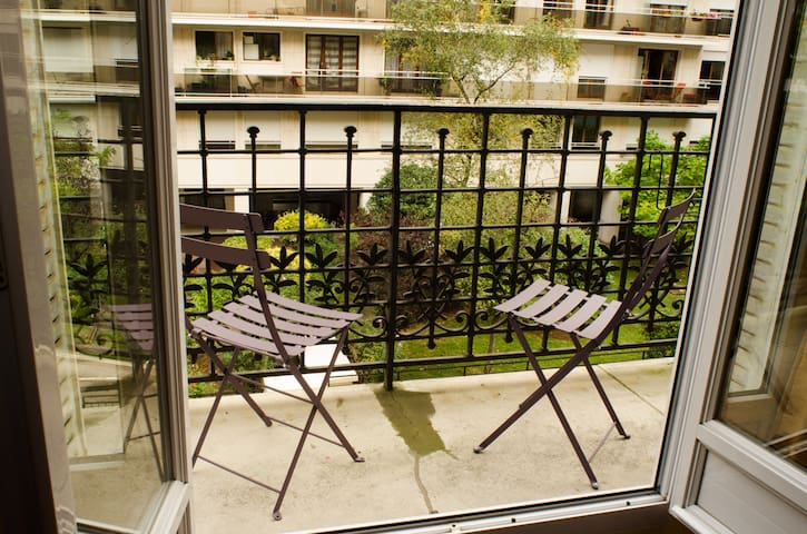 Balcon pour deux personnes / Balcony for two persons
