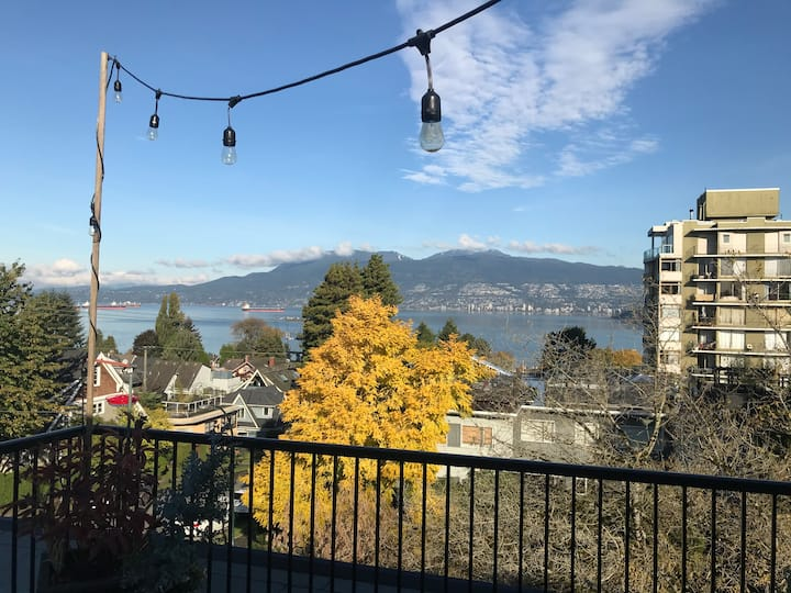 Rooftop apartment in Kits with great views!