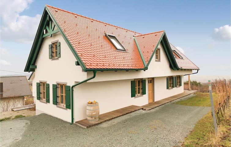 Holiday cottage with 3 bedrooms on 145 m² in Eisenberg