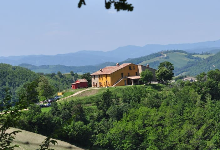 Nice big flat 4/5 beds - Urbino - House