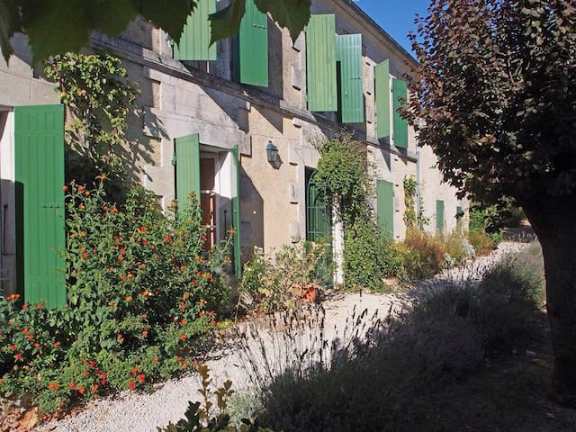Bel.maison Charentaise s/parc 1 hectare