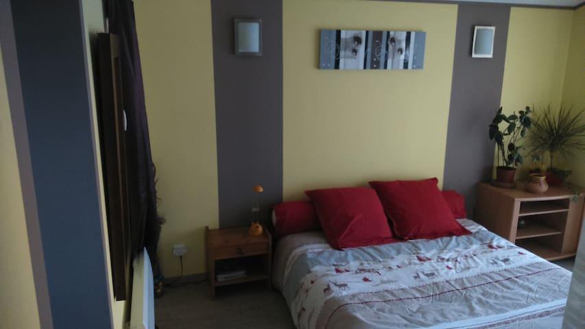 Jolie chambre meublée sympathique - Aubignan - Haus