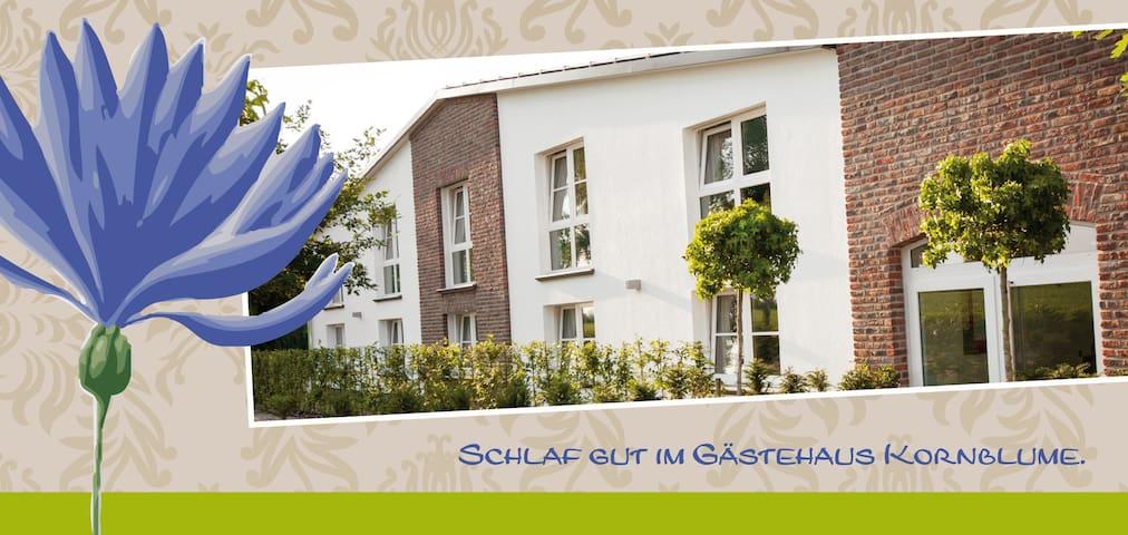 Schlaf gut im Gästehaus Kornblume 1 - Krefeld - Bed & Breakfast