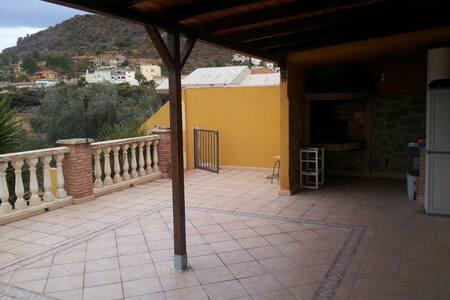 BONITA CASA EN LA MONTAÑA - peñalba - Rumah