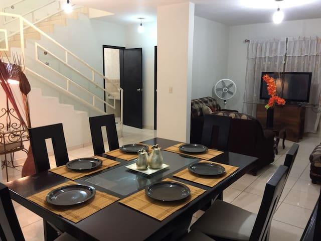 Casa Bonita La Joya
