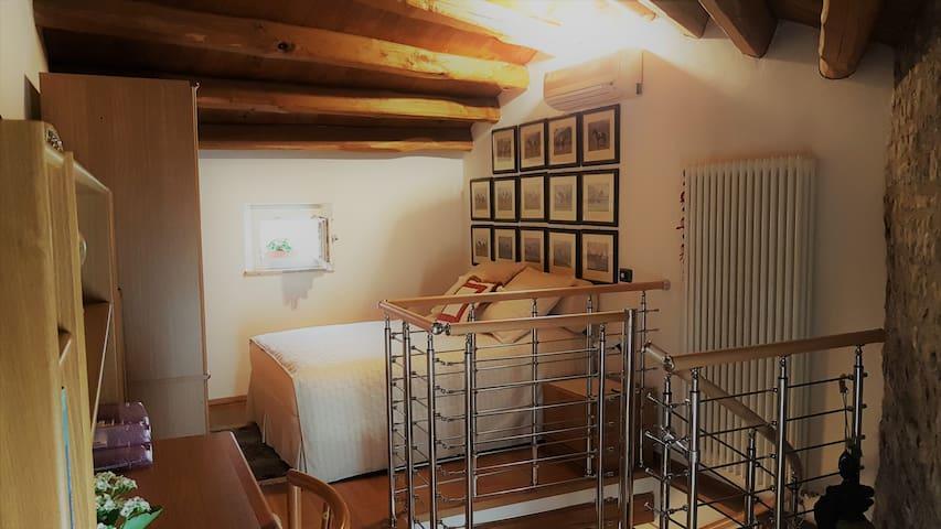 Torretta storica,2 posti letto,bagno indipendente