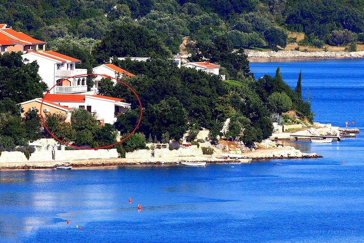 """Masvel"", direct sea access apartments"