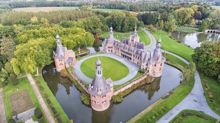 Sleeping in a beautiful historic & renewed castle