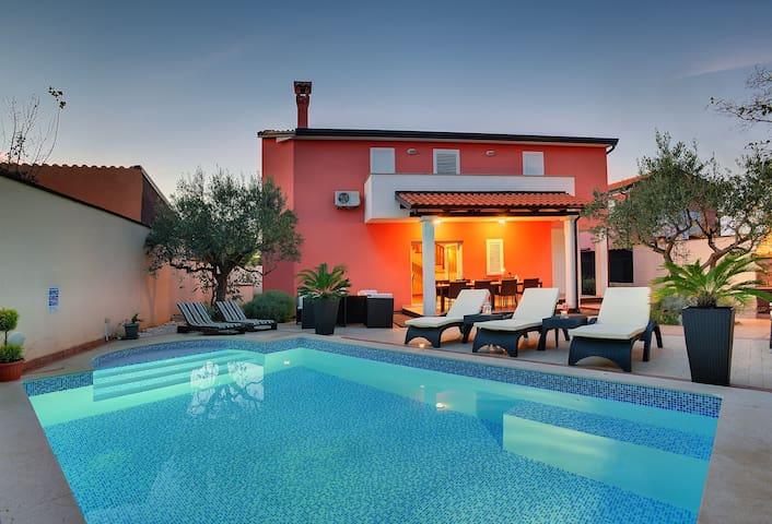 Lovely Villa with heated pool near Rovinj - Rovinjsko Selo - Dům