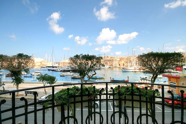 Stylish Seafront No65. - Senglea - Huis