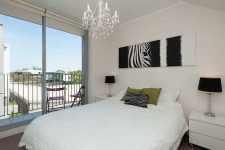 Danks St - Private bed/private bath - Waterloo - Wohnung