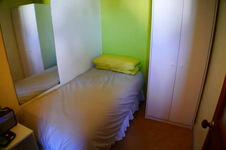Single room, shared bathroom - Гилфорд