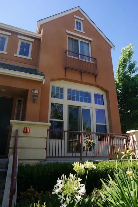 A spacious townhouse located in a super convenient location