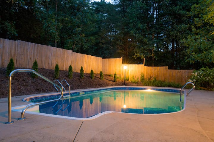Hot Tub & Pool | Comfy Asheville Mountain Oasis - Fairview - Rumah