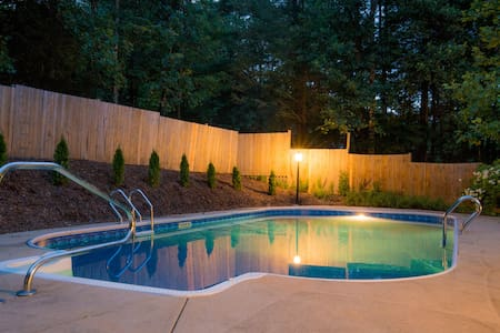 Hot Tub & Pool | Comfy Asheville Mountain Oasis - Fairview - Haus