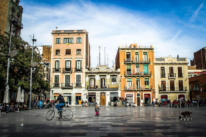 Neighbourhood (Plaza del Sol)