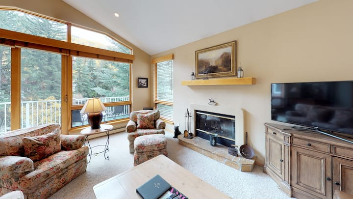 Charming, Luxury 3BR+ Den Vail Chalet Home