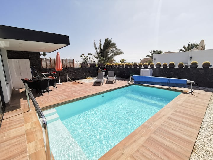 3-bedroom Villa with private pool & close to beach