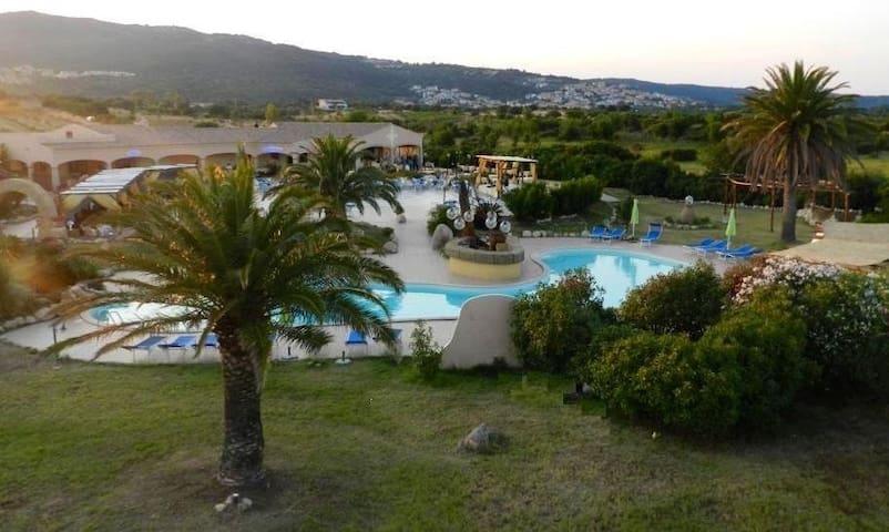Hotel Minnia Budoni - Budoni - Bed & Breakfast