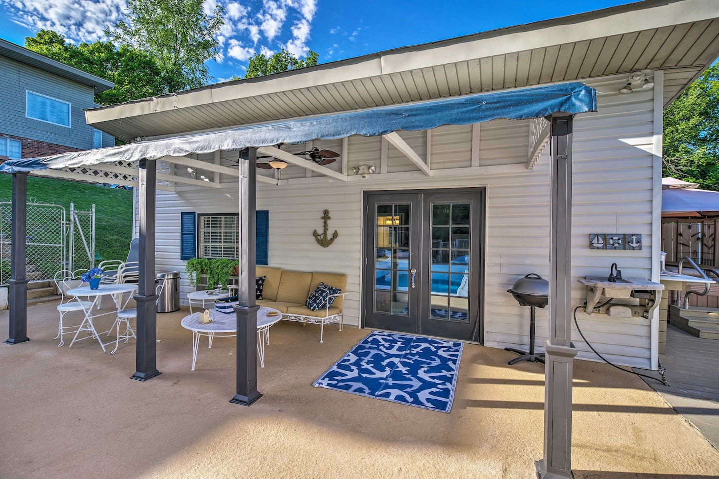 This vacation rental studio has a marvelous outdoor living space.