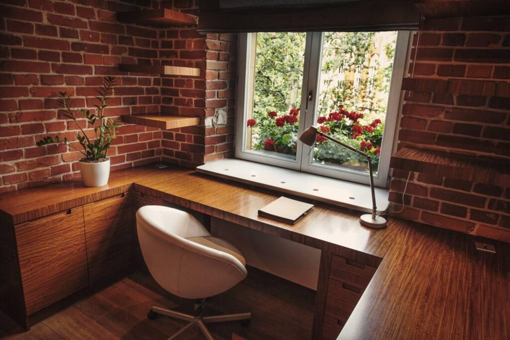 studio -biurko