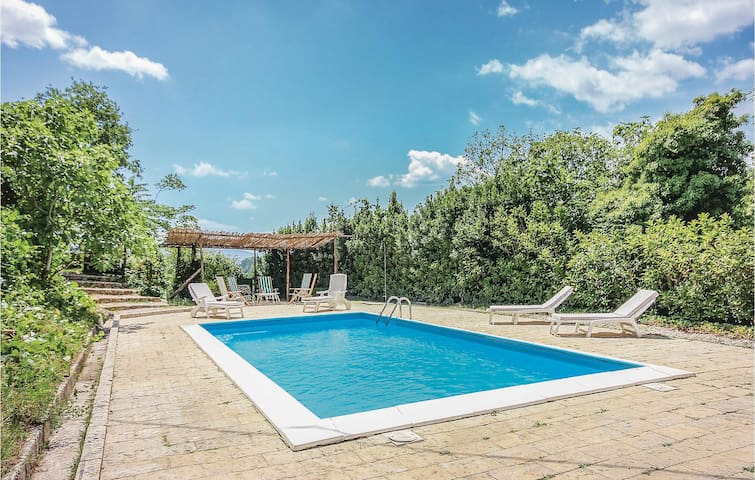 Holiday cottage with 5 bedrooms on 260m² in Pratella CE